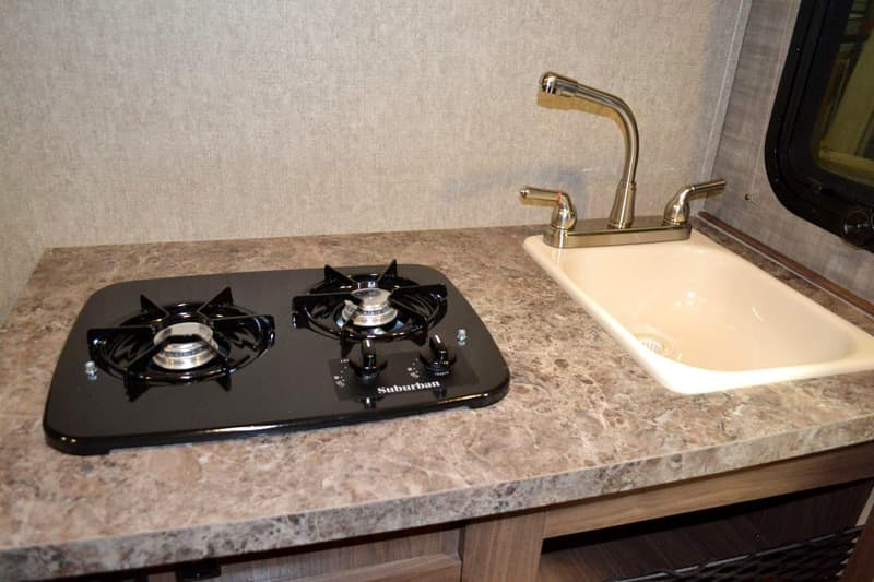 Stove, sink and countertops in the HS-650