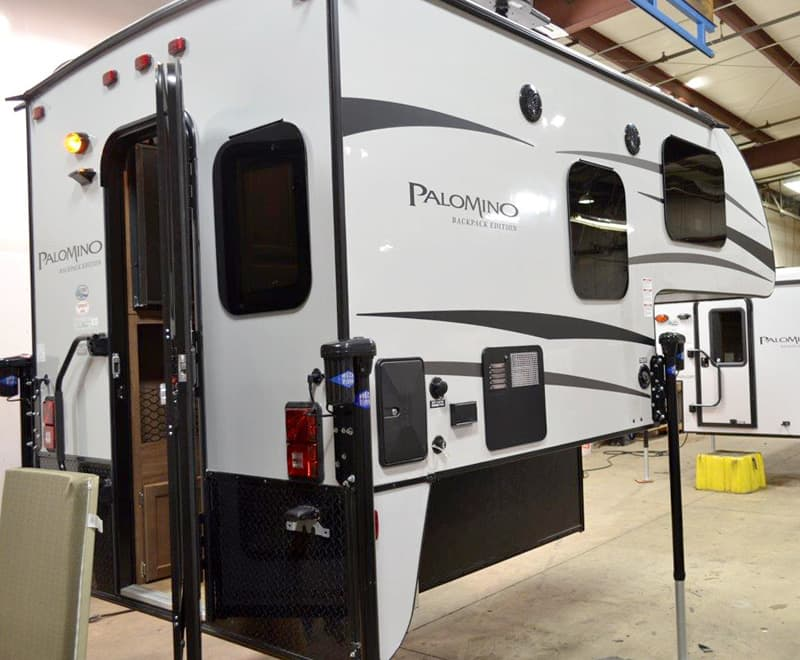 Palomino-HS-650-truck-camper-exterior