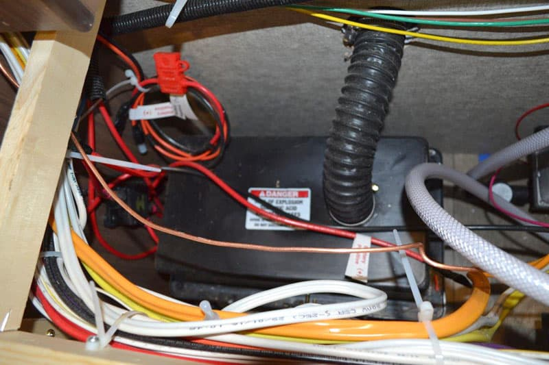 Vented battery box in the Palomino HS-650