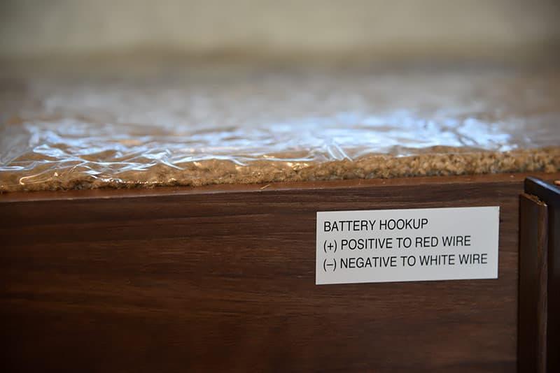 Palomino SS-550 Battery box label