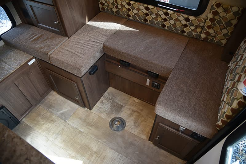 Palomino SS-550 dinette without a circle table