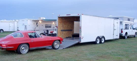corvette-harley-Corvette-Funfest-trailer-roll-in