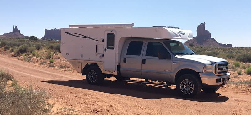 Phoenix-flatbed-Ford-Camper-off-road