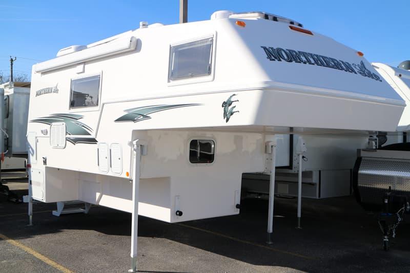 Truck camper guide for adventurer eagle cap campers by for Lite craft camper specs