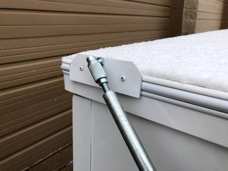 Push And Support Rod Locked Onto Roof