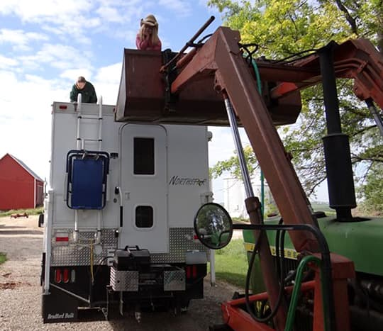 cleaning-camper-crane