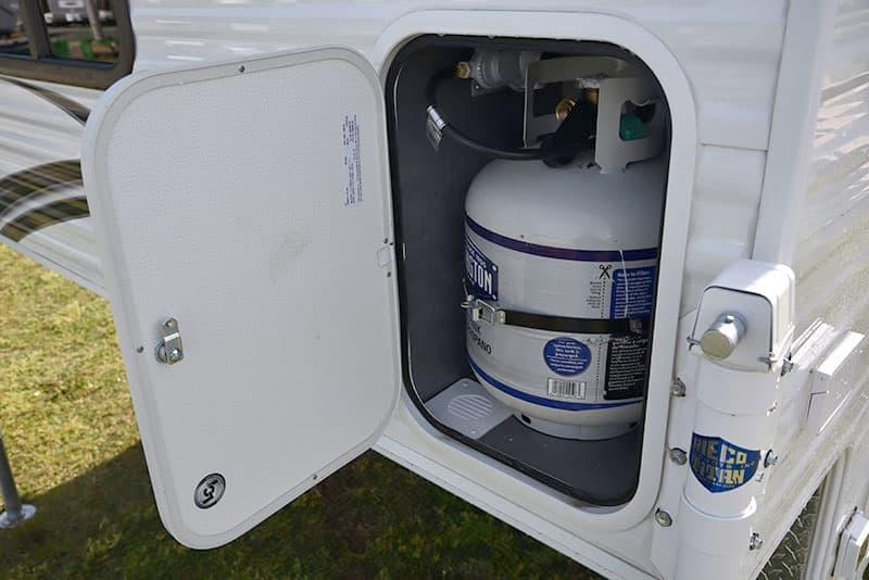 Rayzr Camper 20-pound propane tank