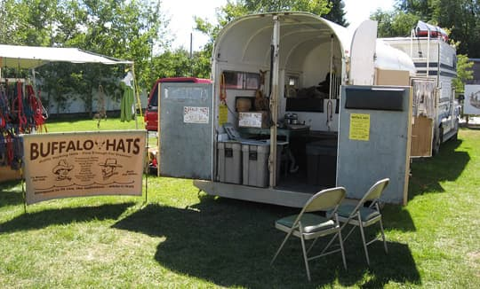 hat-trailer-set-up