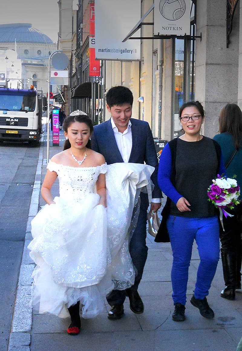 newly married couple in downtown Copenhagen