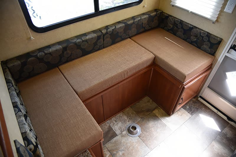 Travel Lite 625 dinette no table