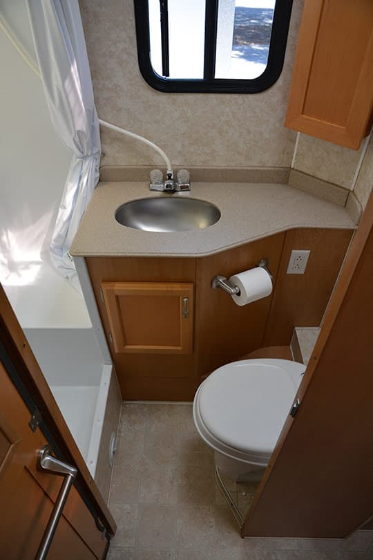 TCM-Camper-BIG-Bathroom