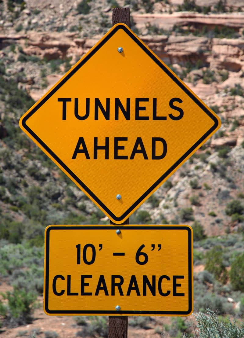 Low clearance sign at 10-6