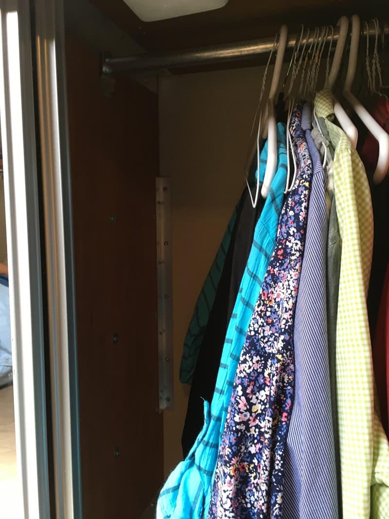 Wardrobe Closet can still hang clothes