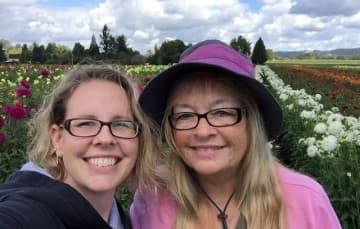 dahlia-farm-Canby-Oregon-with-jessie