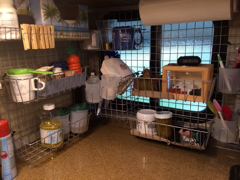 Wire kitchen storage rack corner