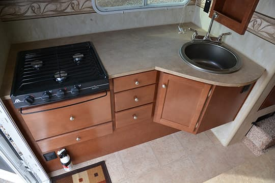 2015-Wolf-Creek-840-Kitchen-Counter