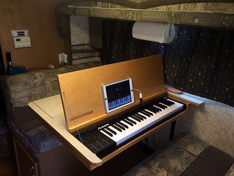 dinette-table-keyboard-inside