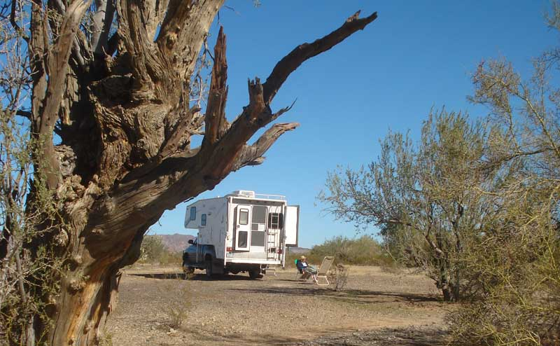 Dry camping Quartzsite Arizona on BLM land