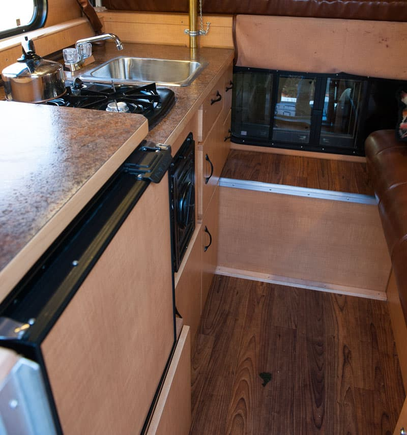 Kitchen in the Alaskan 5.5
