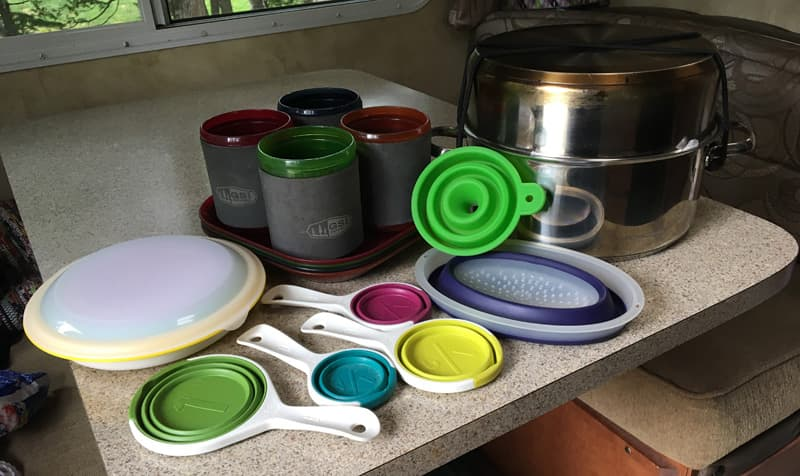 Nesting Pots and Measuring Cups