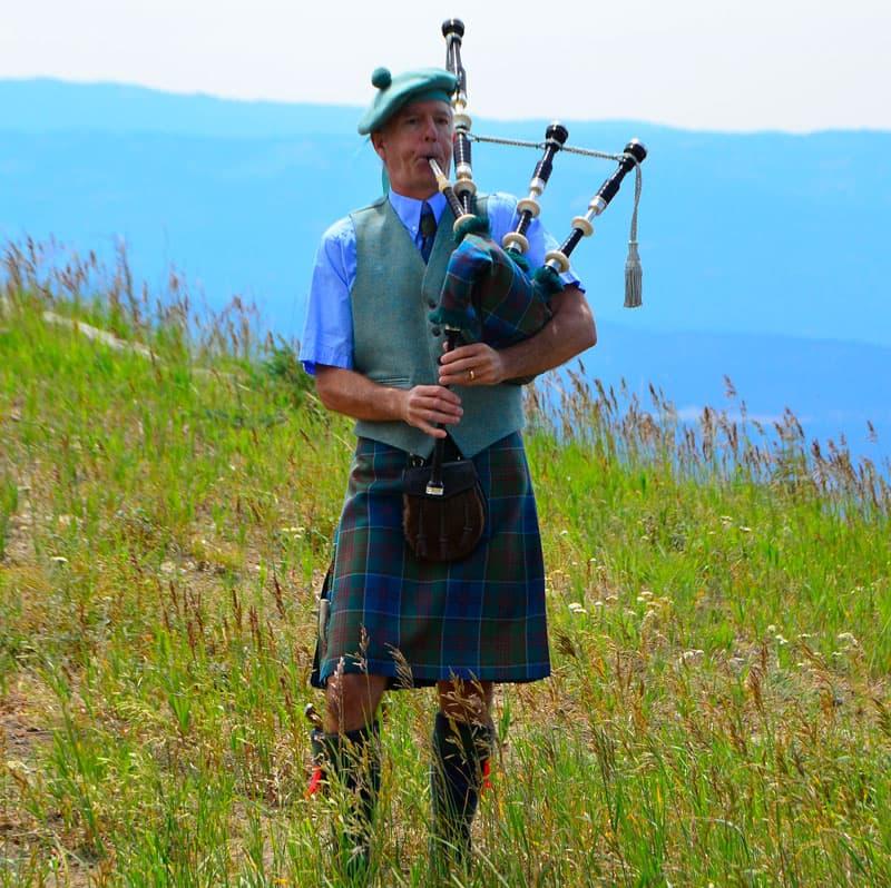 Professional Highland Bagpiper