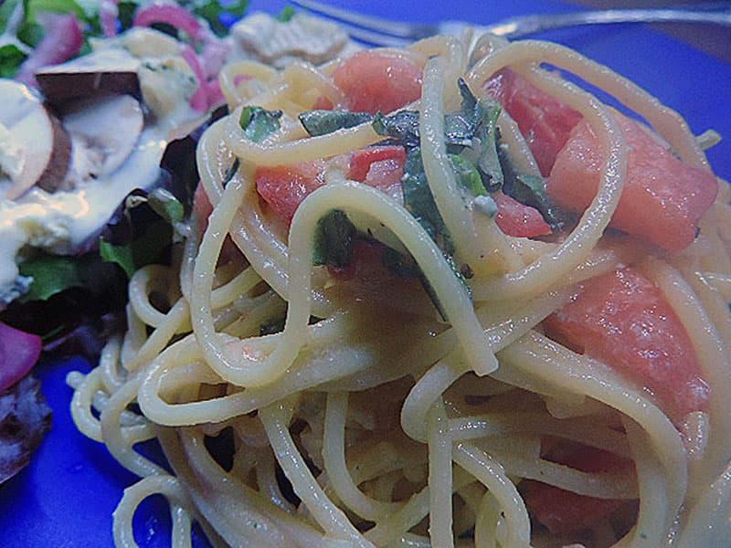 Quick tomato brie-pasta