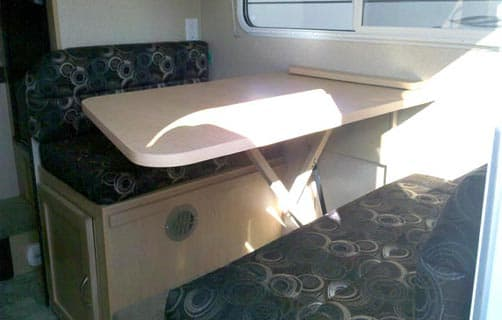 Dream Dinette in the Adventurer 86FB