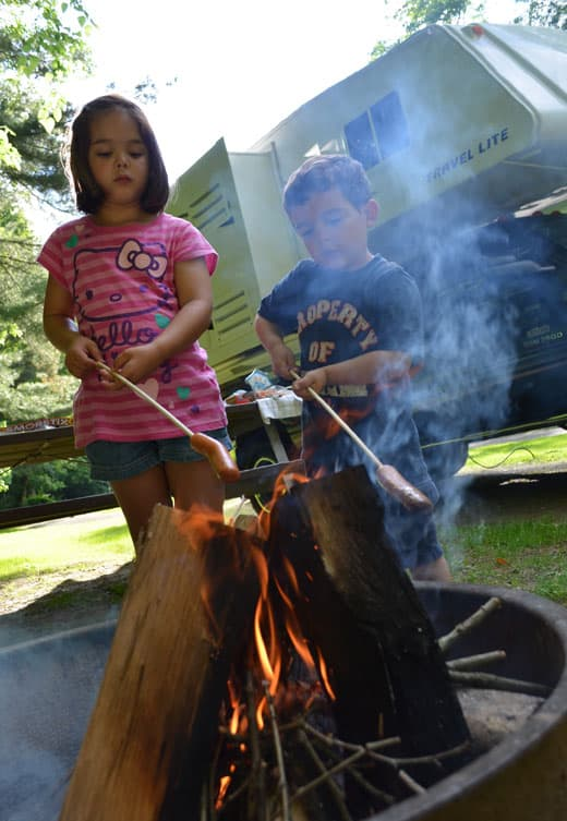 Kids-Camping_campfire
