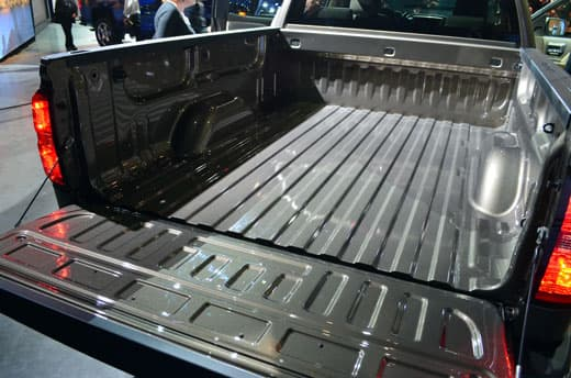GM-Reveal-Silverado-bed