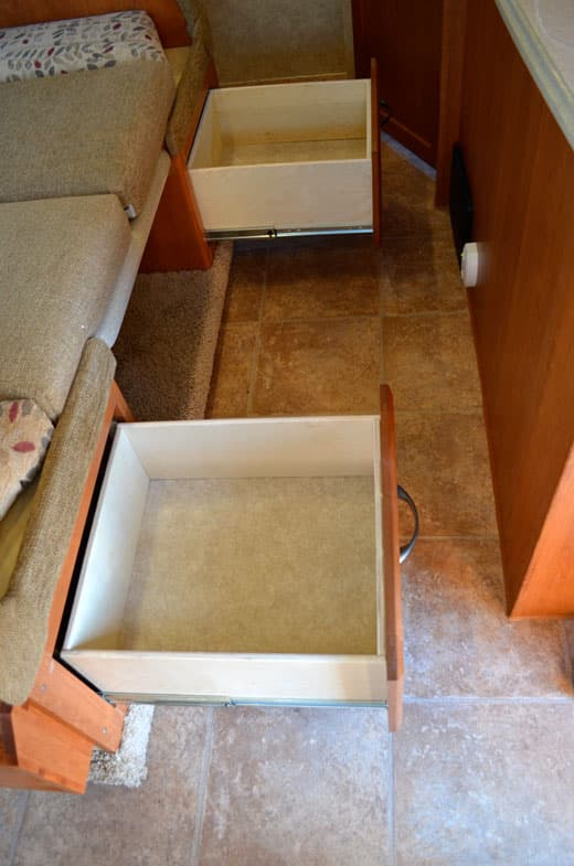 Eagle-Cap-1165-Review-Dinette-Drawers