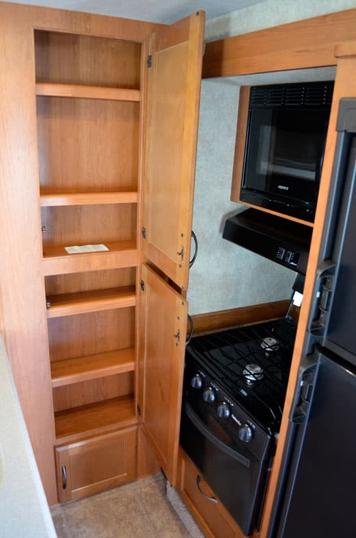 Eagle-Cap-1165-Review-Kitchen-Storage