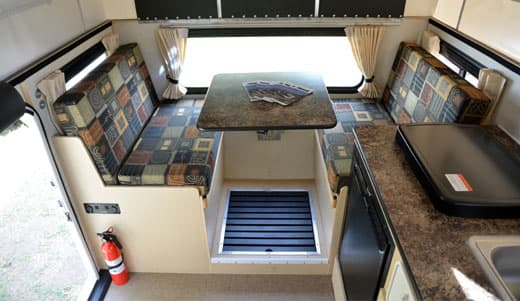 Flatbed-Fleet-interior-dinette-big