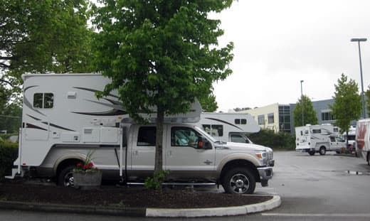 Ford-F-350-and-Adventurer 86SBS-at-Fraserway-RV