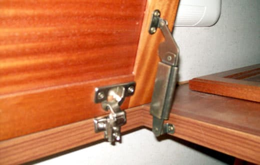 camper-spring-loaded-hinges