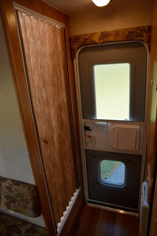 Northstar-Arrow-Bathroom-Door-1