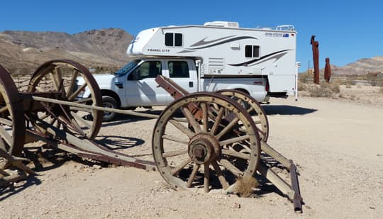 traveling-Rhyolite-Outdoor-Gallery