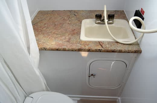 Palomino-Camper-2910-Review-bath-counters