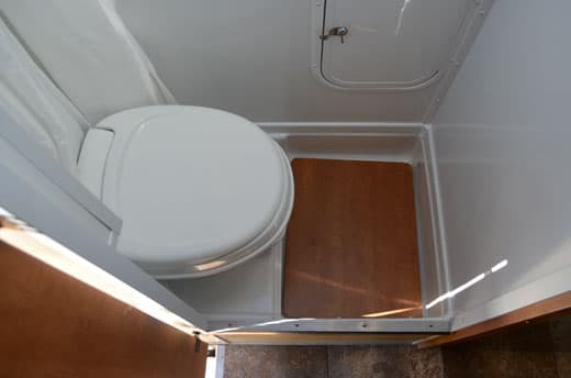 Palomino-Camper-2910-Review-bath-step-up