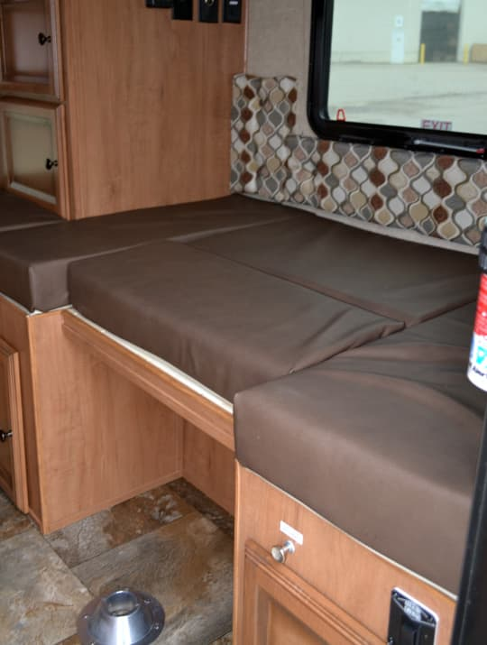 Palomino-SS-550-dinette-bed