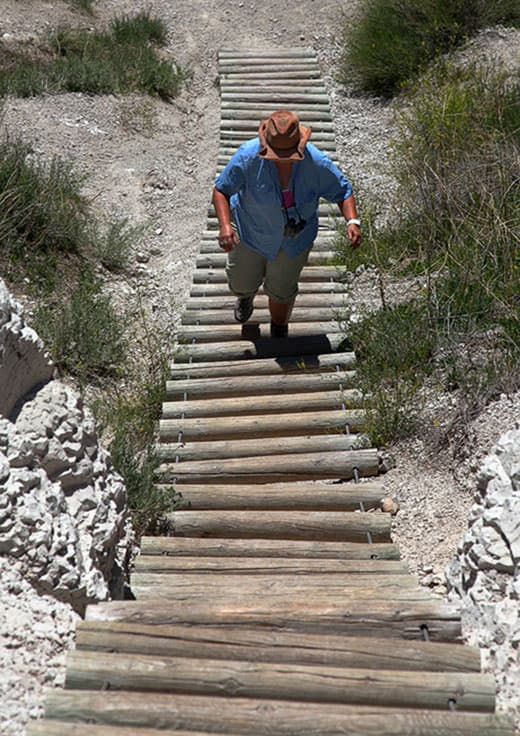 Hiking-up-the-Ladder-Badlands