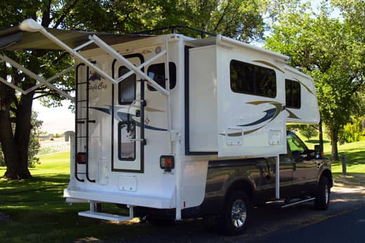 Rear-Awning-Eagle-Cap-850