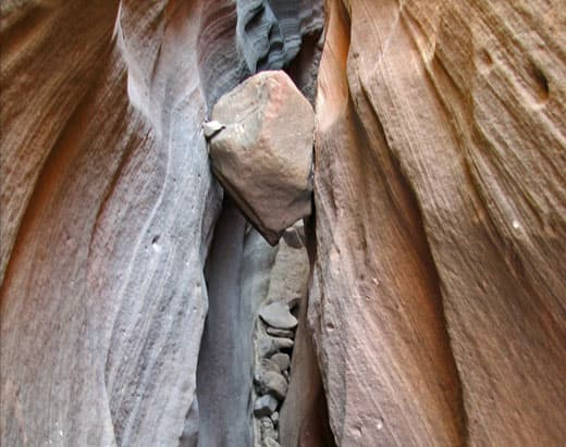Chockstone-slot-canyon
