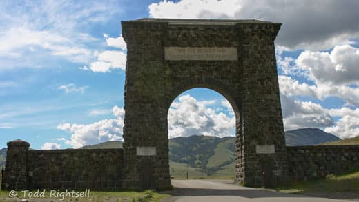 Yellowstone-National-Park-entrance-1
